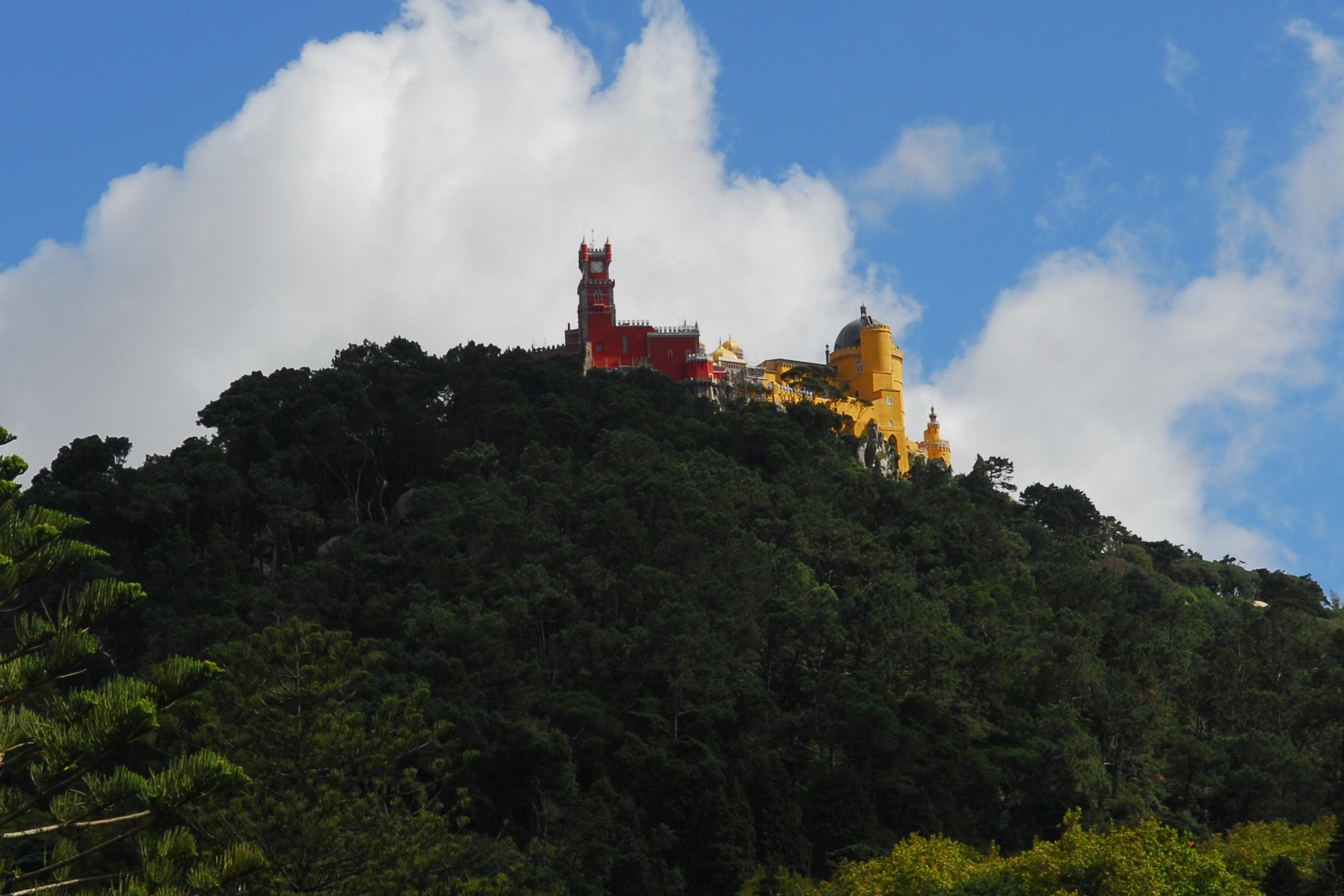 Palácio Nacional da Pena von Quinta da Regaleira aus gesehen