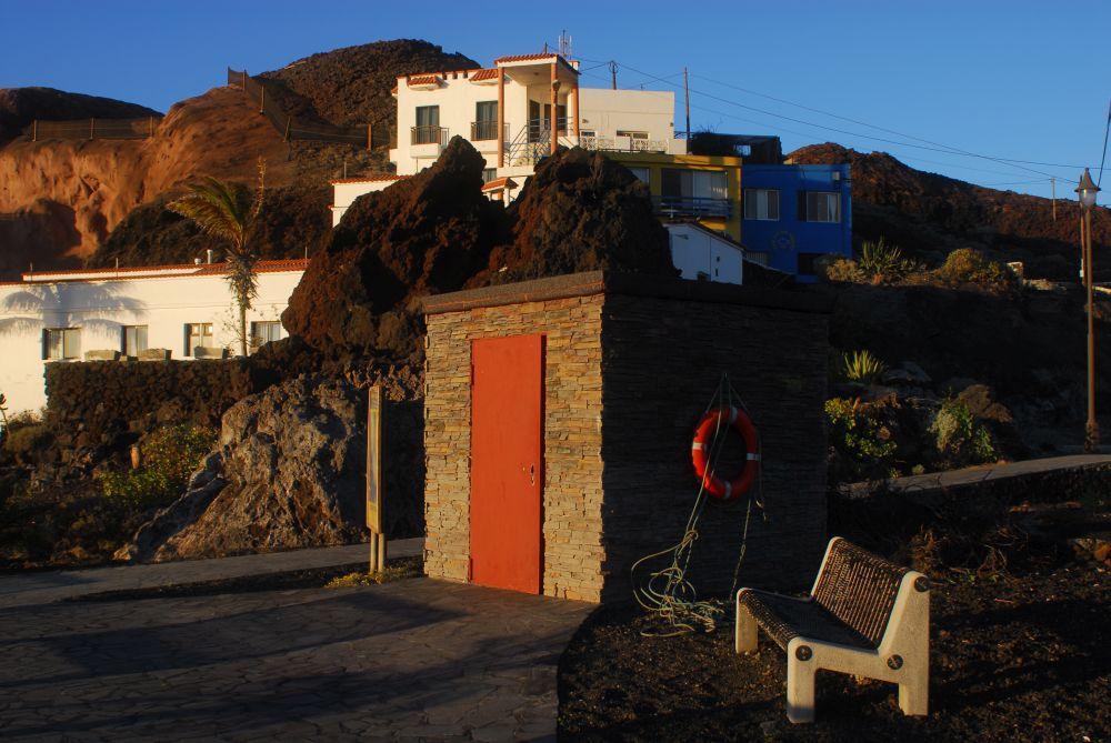 Toilettenhaus der Marina und des Strandes La Restinga