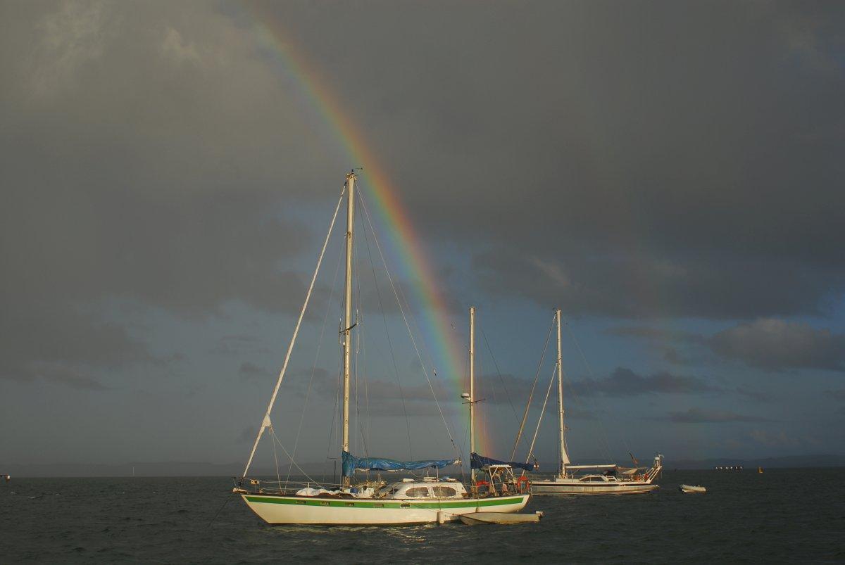 die Outer Rim liegt im Hintergrund am Fuße des Regenbogens