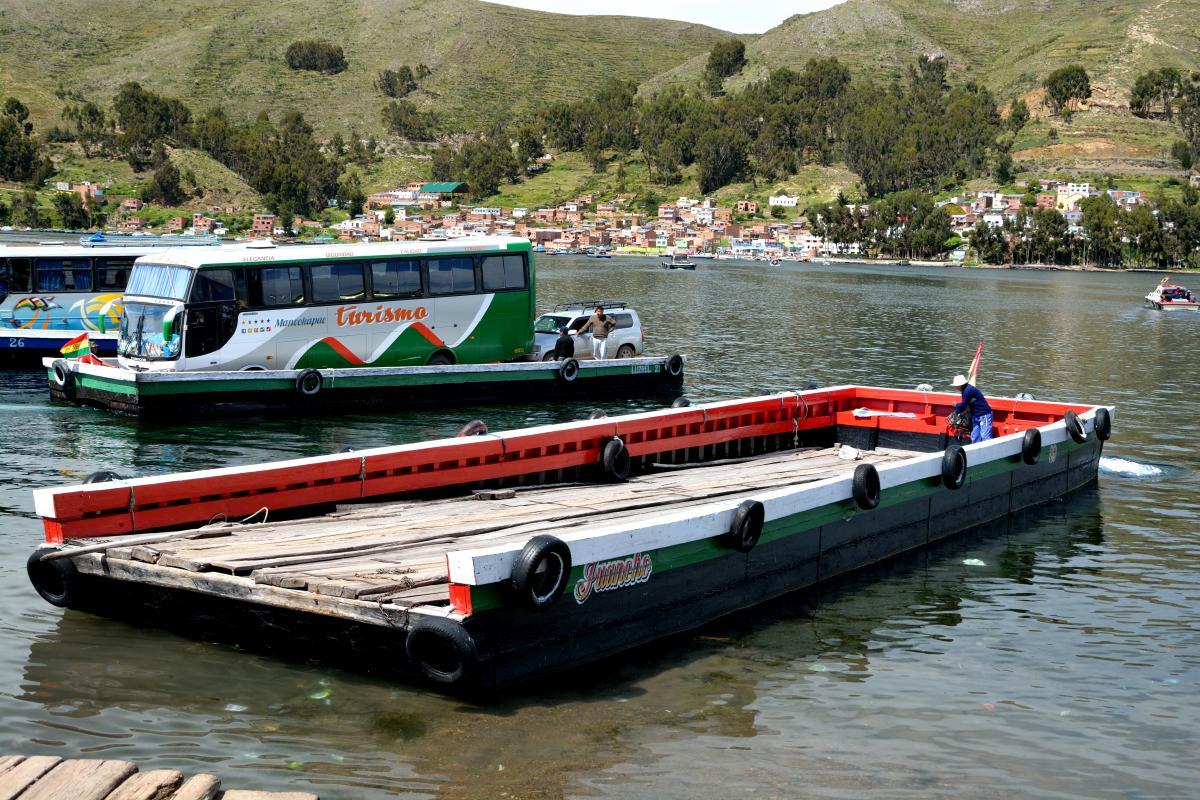 Floß am Titicacasee