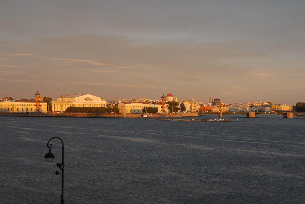 Ein Spaziergang entlang der Newa, Strelka| Segeln mit Yemanja