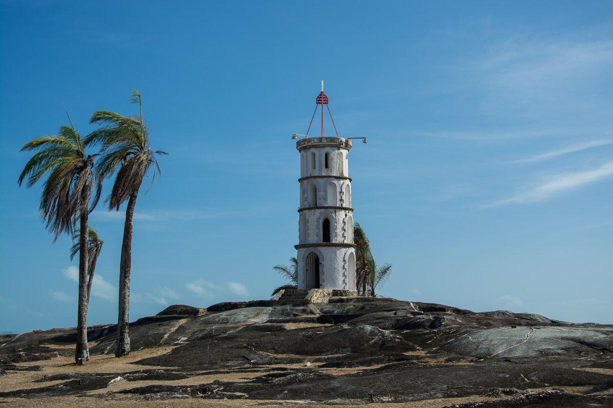 Das Wahrzeichen von Kourou, der Leuchtturm Tours Dreyfus, der einst der Kommunikation mit den Iles du Salut diente