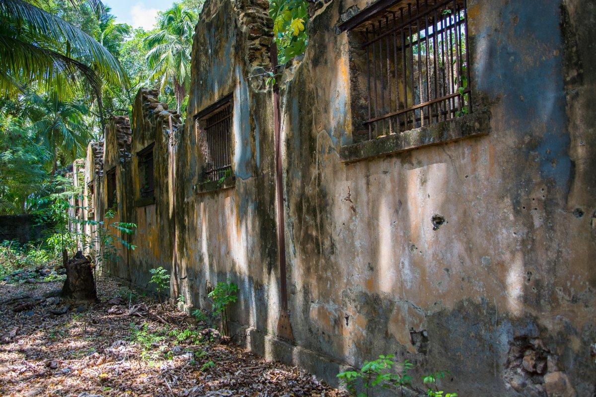 Ruinen des Bagne auf St. Joseph, Iles du Salut