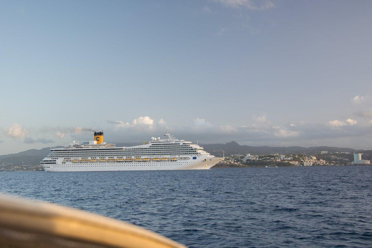 Costa Magica vor Fort de fRance, Martinique